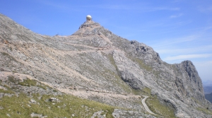 Study site. The study was conducted on two locations in Puig Major (1445 m), the highest mountain in Mallorca (Balearic Islands).